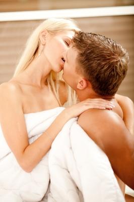 žena a muž v posteli